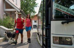 Der Wanderbus zum Großen Arber fährt noch bis Ende November. Foto: Felgenhauer/Bodenmais Tourismus